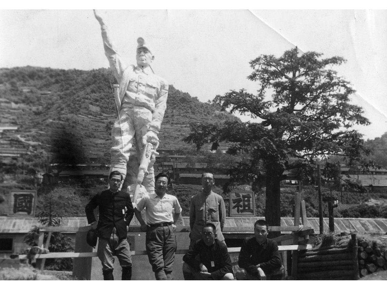 画像:採炭救国坑夫の像